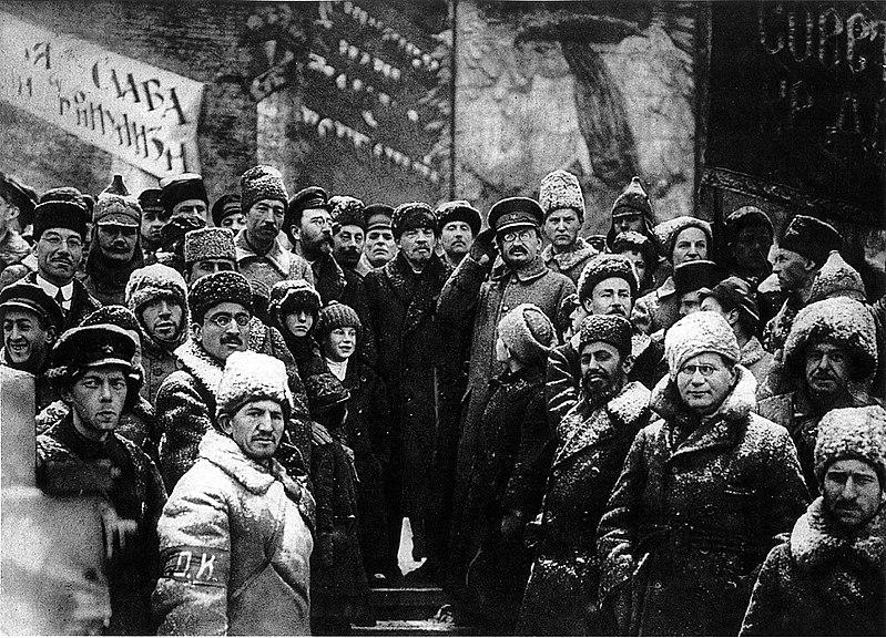 800px-19191107-lenin_second_anniversary_october_revolution_moscow