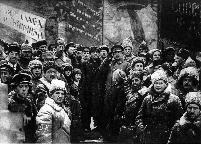800px-19191107-lenin_second_anniversary_october_revolution_moscow